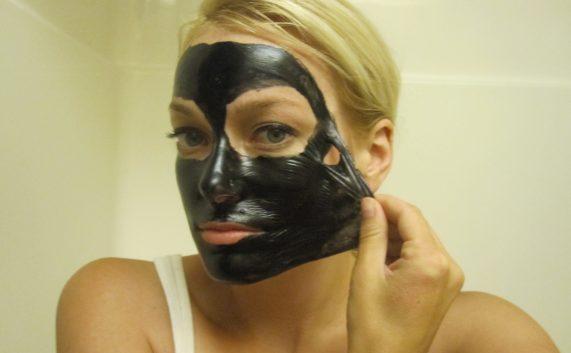maschera nera punti neri