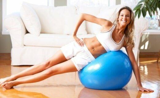 come fare gli esercizi a casa con la fitball