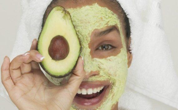 maschera avocado ed aerba di grano