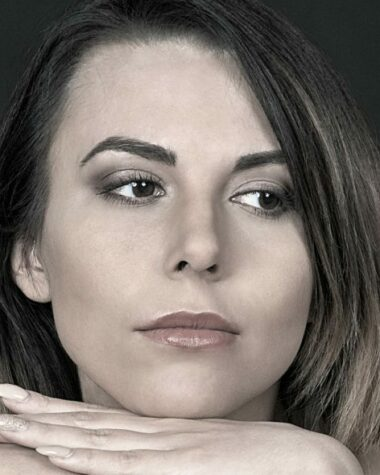 viso di donna adulta